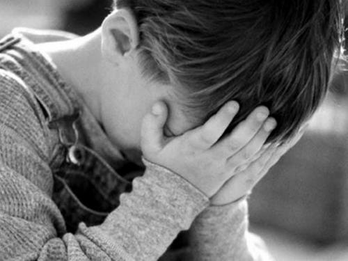 bambino+piange